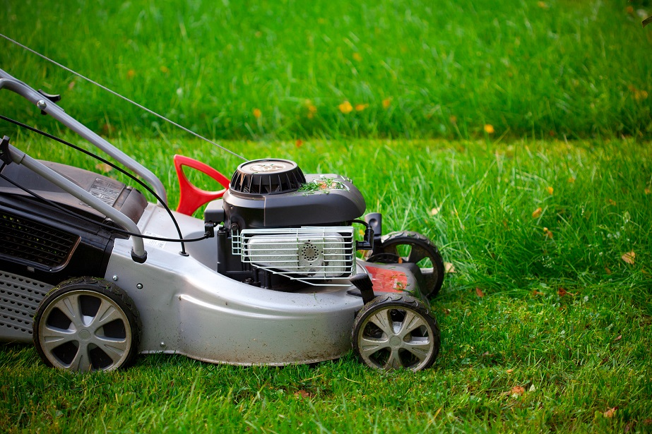 Jumpstart a Riding Lawn Mower with a Car | Go Green Vote Dutch